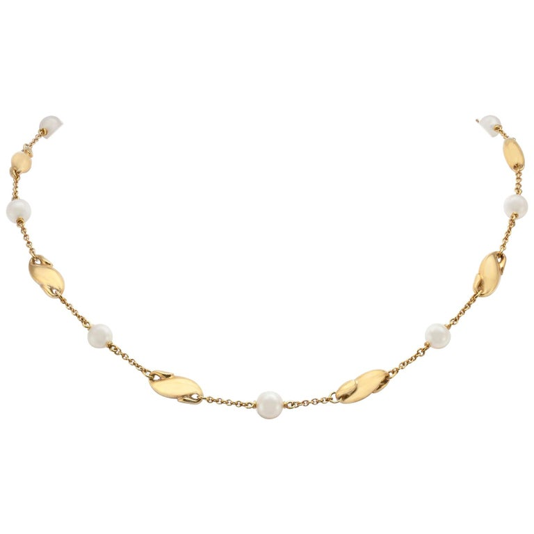 Elsa Peretti for Tiffany & Co. Gold and Mother of Pearl Necklace For Sale