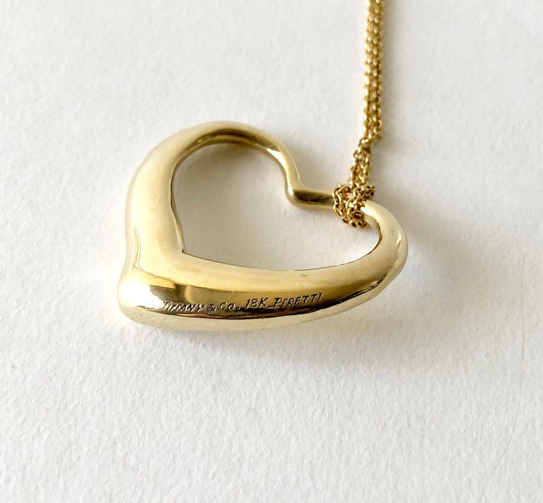 Elsa Peretti Tiffany & Co. 18 Karat Gold Large Floating Heart Pendant Necklace In Good Condition For Sale In Los Angeles, CA