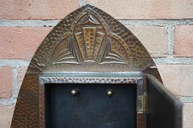 Embossed and Stunning Arts & Crafts Wall Key Cabinet with Beveled Mirror In Excellent Condition For Sale In Lisse, NL