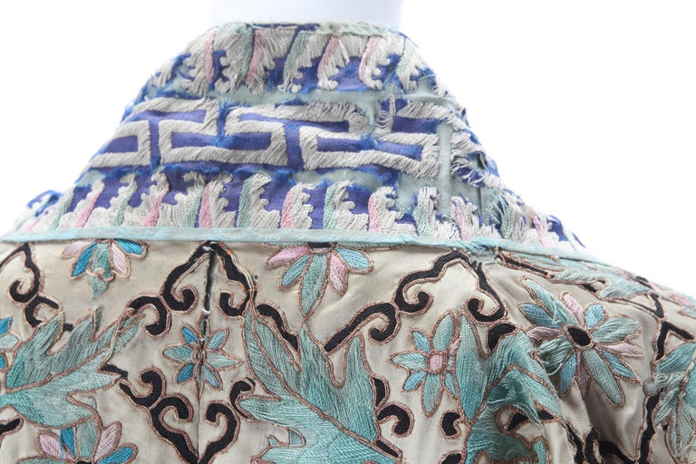 Gray Embroidered Chinese Export Robe, Early 20th Century. For Sale
