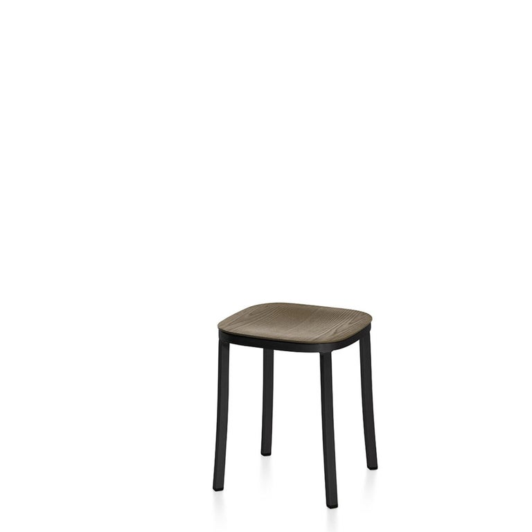 For the 1 Inch Collection, Jasper Morrison tapped into Emeco's heritage in hand crafting recycled aluminum, and leveraged its signature strength, light weight, and sustainability. Emeco and Jasper Morrison together have created a collection that