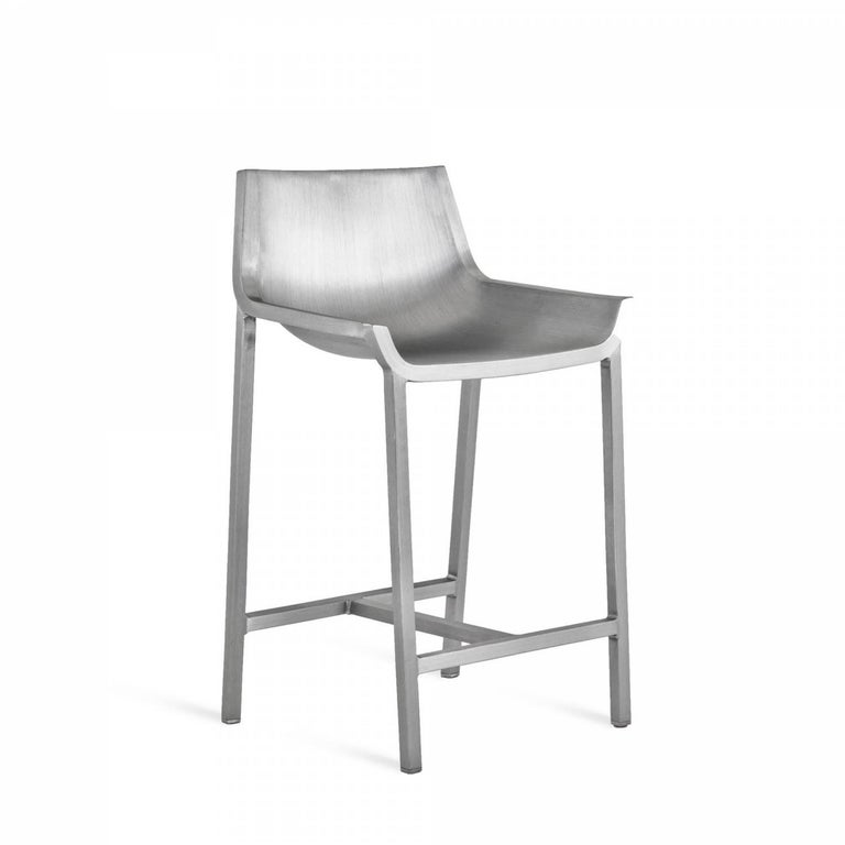 Working With Christophe Pillet, the Sezz Collection creates a fusion between comfort and strength, while retaining the original Emeco process of using 80% recycled aluminum-toughened to last a lifetime. The result is a contemporary interpretation of