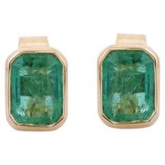 Emerald 18 Karat Gold Stud Earrings
