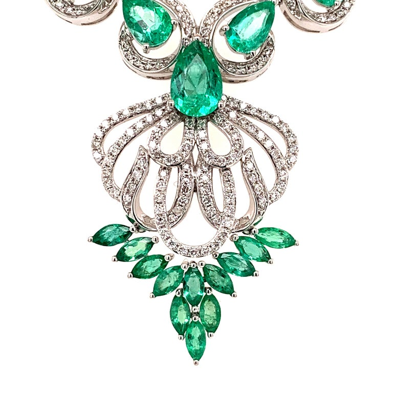 Contemporary 5.17 Carat Emerald Diamond Pendant Necklace For Sale