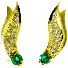 Emerald and 18 Karat Yellow gold Contemporary Earrings