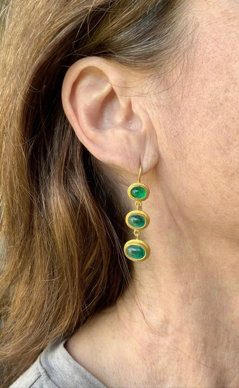 Emerald and 22 Karat Yellow Gold Earrings In New Condition For Sale In New York, NY