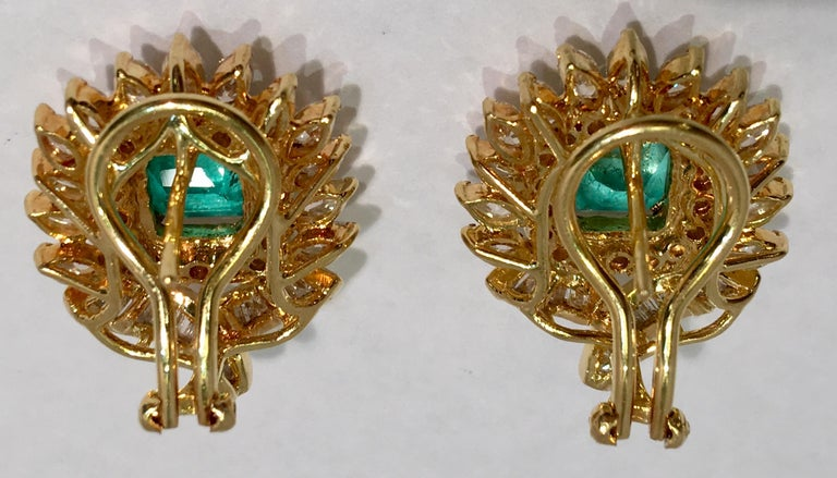 Emerald and Diamond 18 Karat Yellow Gold Earrings with Floral Motif In Excellent Condition For Sale In Tustin, CA