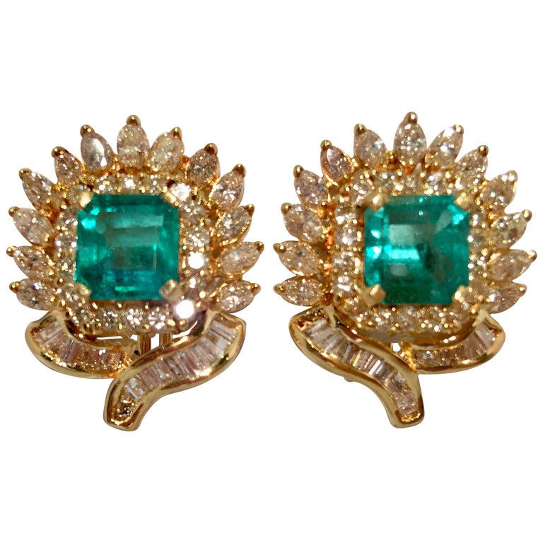 Emerald and Diamond 18 Karat Yellow Gold Earrings with Floral Motif For Sale
