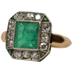 Antique Emerald Diamond 18 Karat Yellow Gold Ring