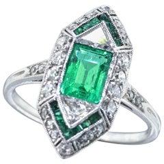 Emerald and Diamond Art Deco Platinum Ring, circa 1925