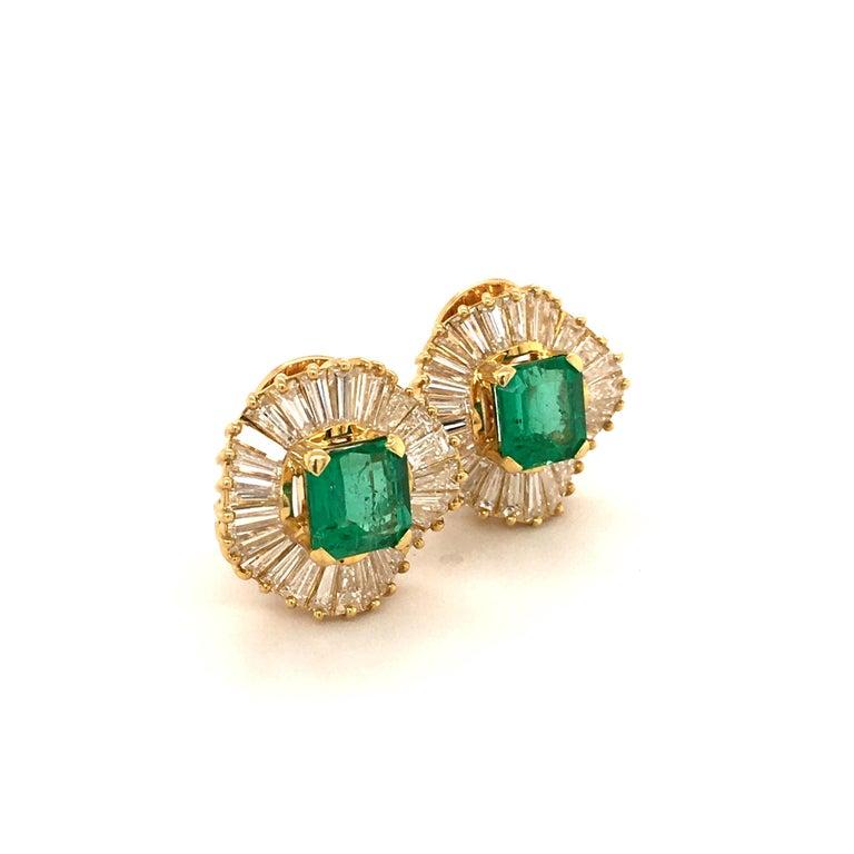 Modern Emerald and Diamond Ballerina Earclips in 18 Karat Yellow Gold For Sale