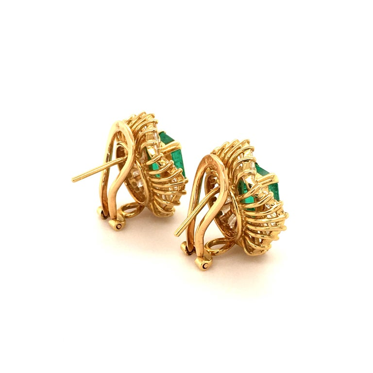 Women's or Men's Emerald and Diamond Ballerina Earclips in 18 Karat Yellow Gold For Sale