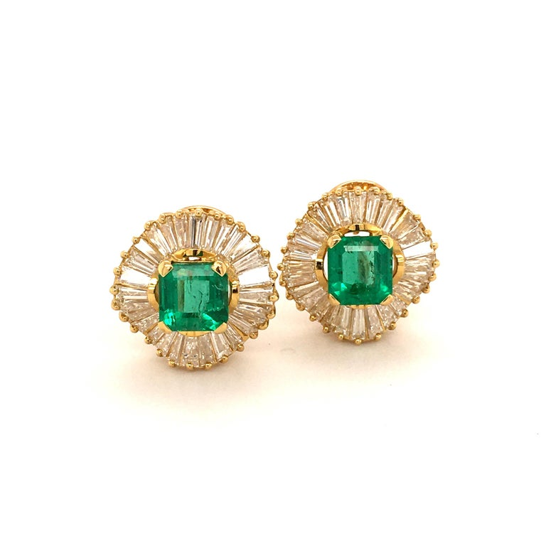 Emerald and Diamond Ballerina Earclips in 18 Karat Yellow Gold For Sale 1