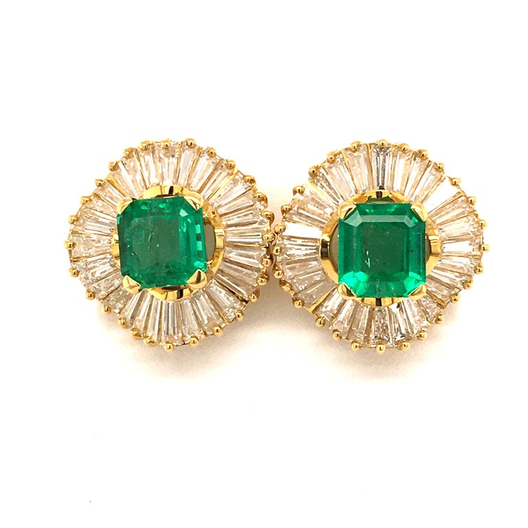 Emerald and Diamond Ballerina Earclips in 18 Karat Yellow Gold For Sale 2