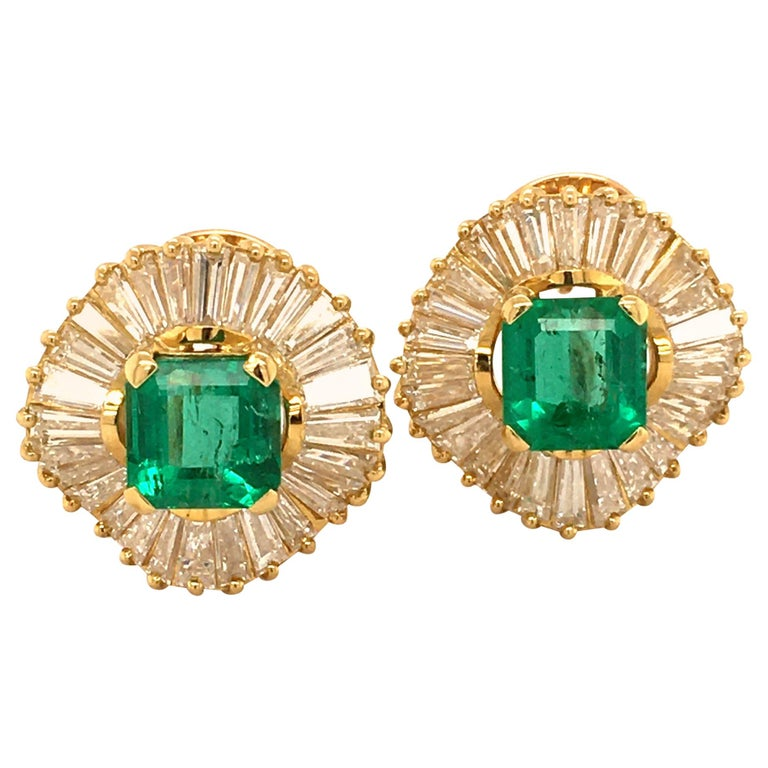 Emerald and Diamond Ballerina Earclips in 18 Karat Yellow Gold For Sale