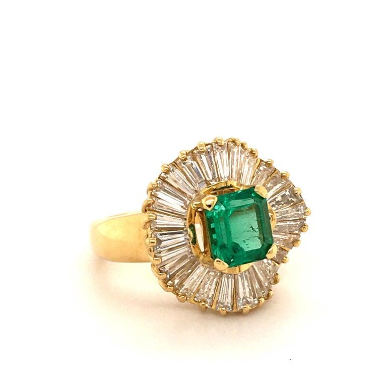 Modern Emerald and Diamond Ballerina Ring in 18 Karat Yellow Gold For Sale