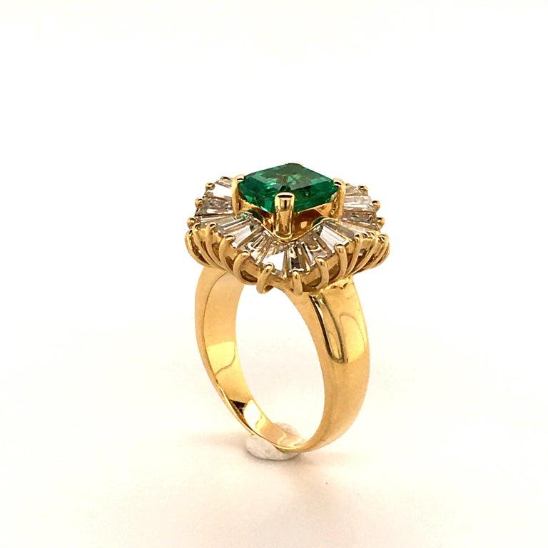 Women's or Men's Emerald and Diamond Ballerina Ring in 18 Karat Yellow Gold For Sale