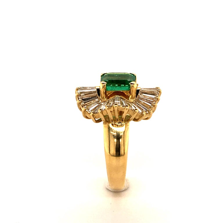 Emerald and Diamond Ballerina Ring in 18 Karat Yellow Gold For Sale 1