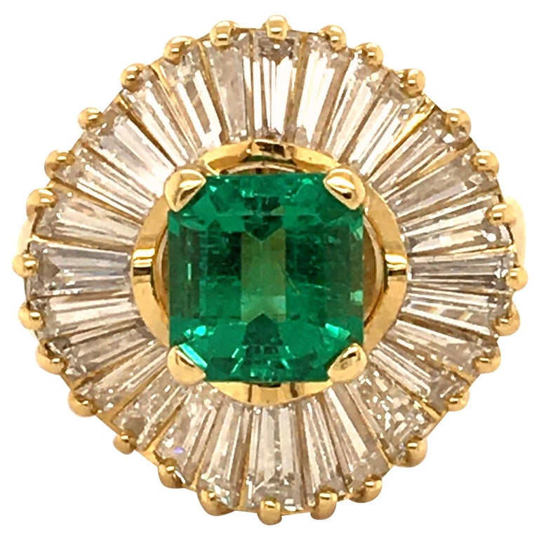 Emerald and Diamond Ballerina Ring in 18 Karat Yellow Gold For Sale