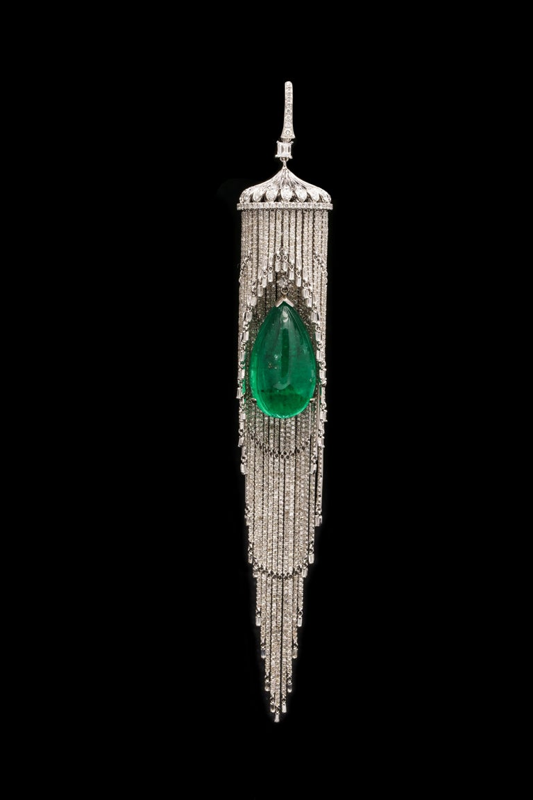 Emerald and Diamond Chandelier Earrings In Excellent Condition For Sale In New York, NY