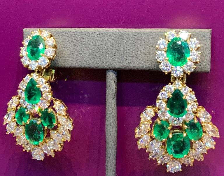 Emerald and Diamond Earrings In Excellent Condition For Sale In New York, NY