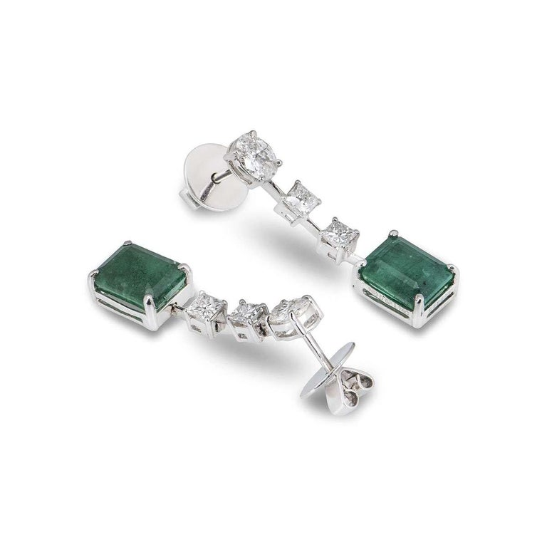 Marquise Cut Emerald and Diamond Jewelry Suite with Choker Necklace and Earrings For Sale