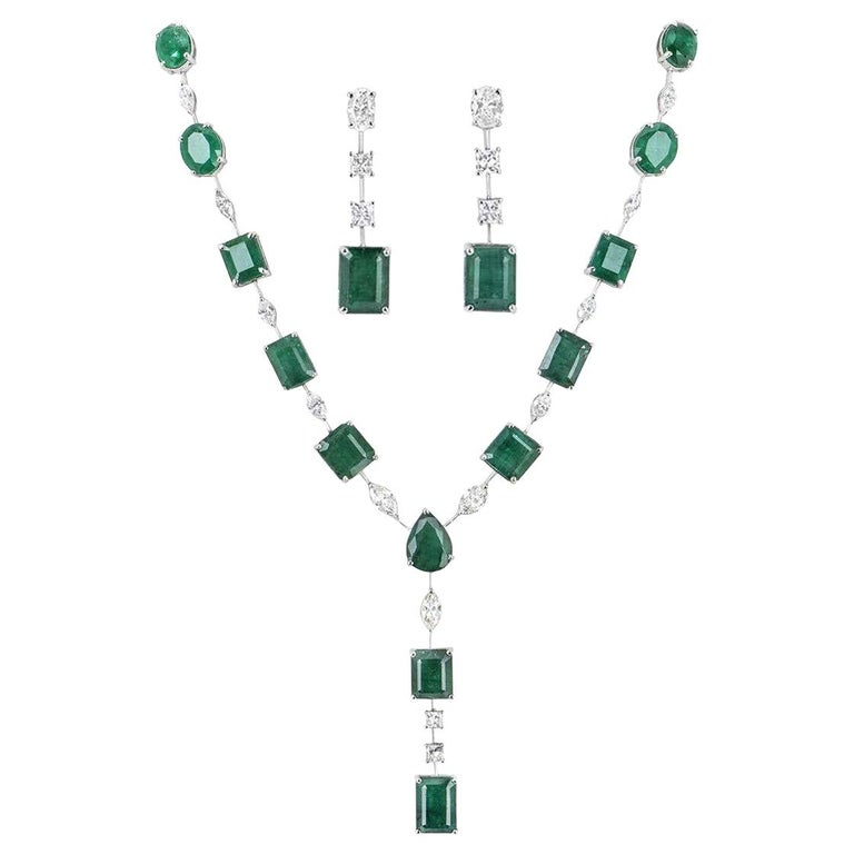 Emerald and Diamond Jewelry Suite with Choker Necklace and Earrings For Sale