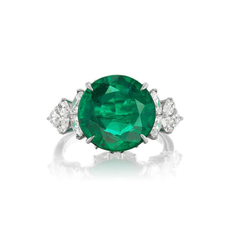 Modern Takat 7.18 Cts Emerald And Diamond Ring In Platinum For Sale