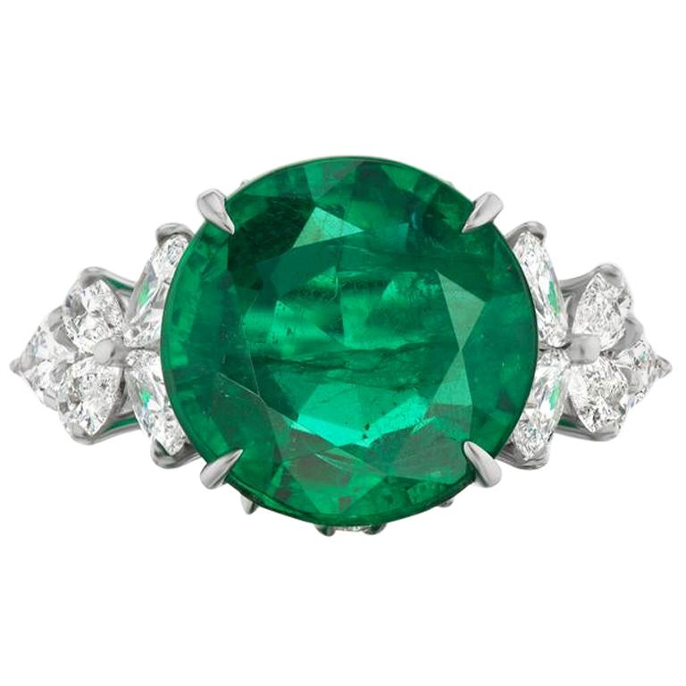 Takat 7.18 Cts Emerald And Diamond Ring In Platinum For Sale