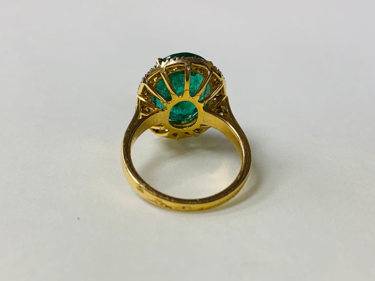 Emerald and Diamond Ring in 18 Karat Yellow Gold In New Condition For Sale In New York, NY