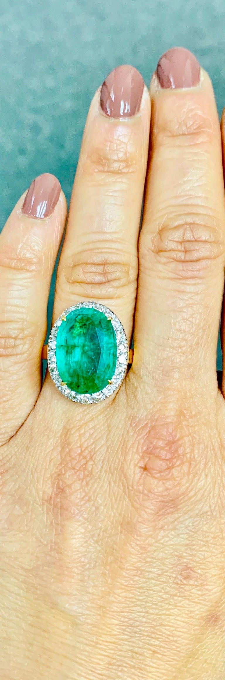 Women's Emerald and Diamond Ring in 18 Karat Yellow Gold For Sale