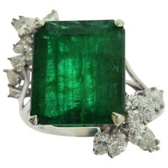 Emerald and Diamond Ring Set on Platinum