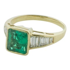 Emerald and Diamond Solitaire Ring in 18 Karat Yellow Gold
