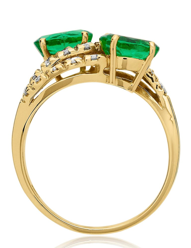 Emerald and Diamond Three-Tiered Ring in 18 Karat Yellow Gold In Excellent Condition For Sale In London, GB