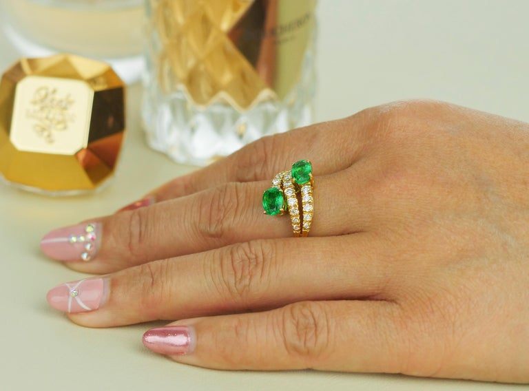 Emerald and Diamond Three-Tiered Ring in 18 Karat Yellow Gold For Sale 1