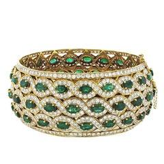 Emerald and Diamond Yellow Gold Cuff Bangle, over 15 Carat of Emeralds, 20 Karat