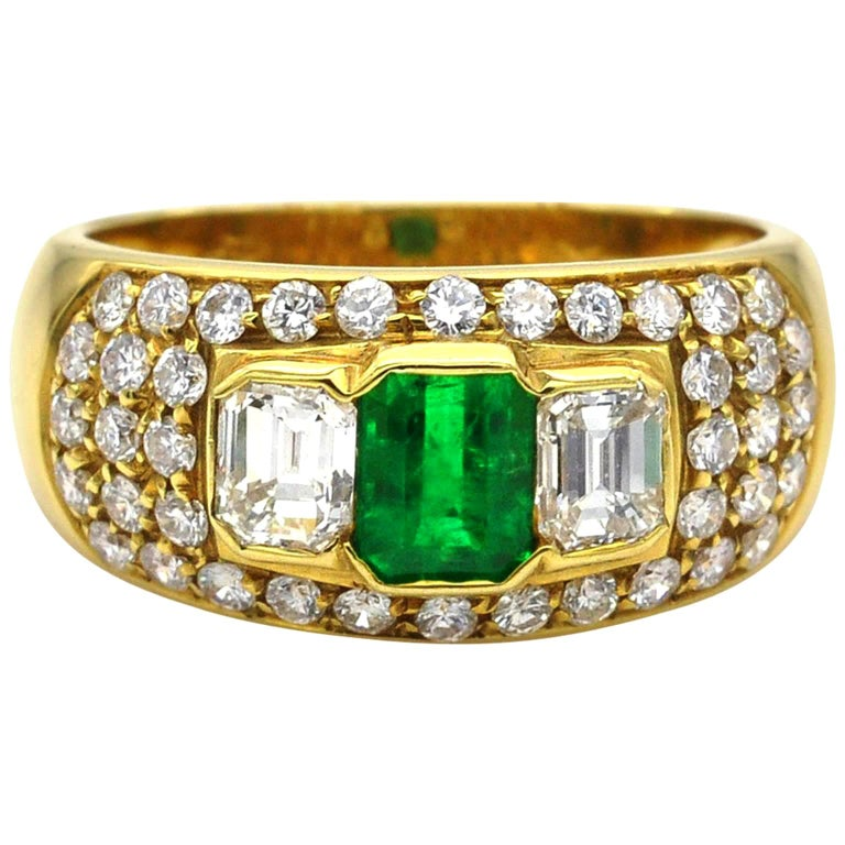 Emerald and Diamond Yellow Gold Ring For Sale