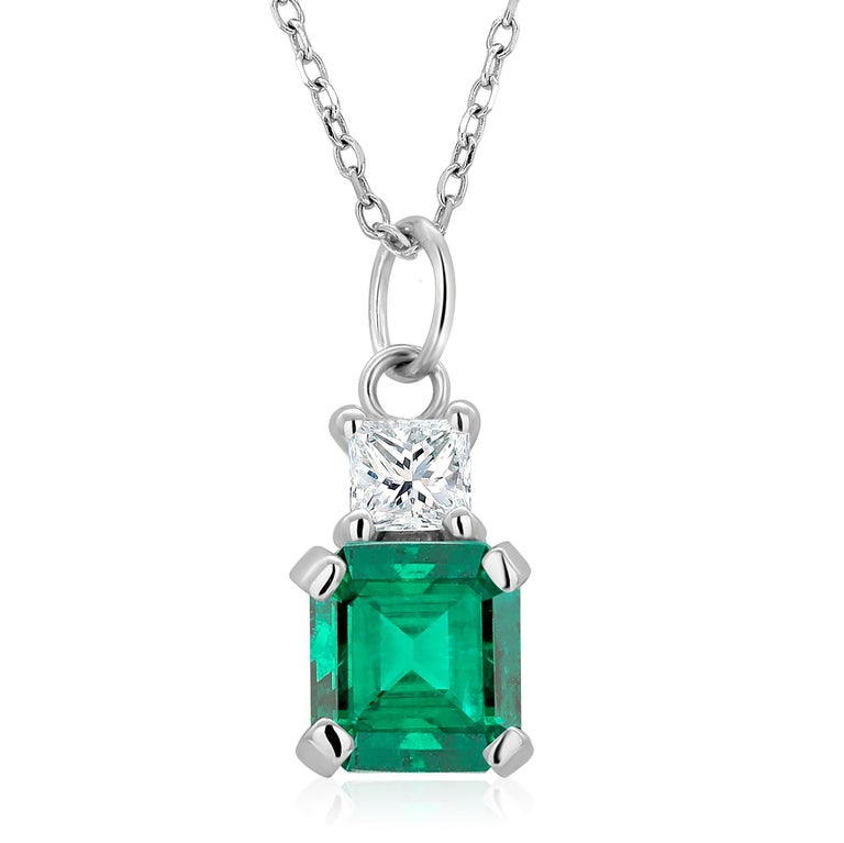 Modern Emerald and Princess Diamond White Gold Drop Pendant Necklace For Sale