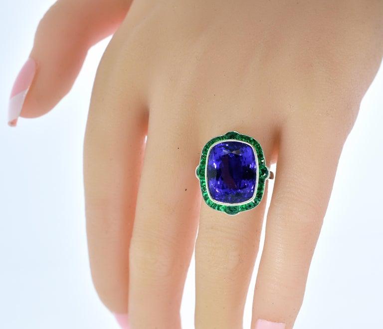 Emerald and Very Fine Tanzanite Platinum Ring For Sale 1