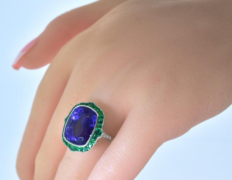Emerald and Very Fine Tanzanite Platinum Ring For Sale 2