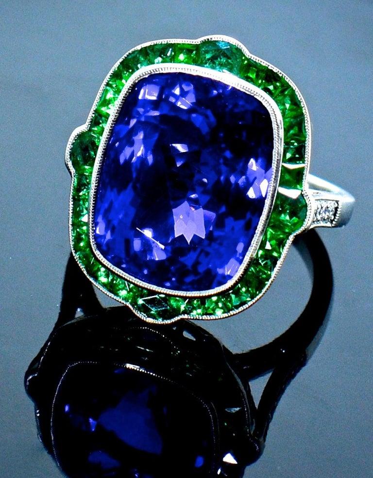 Emerald and Very Fine Tanzanite Platinum Ring For Sale 3