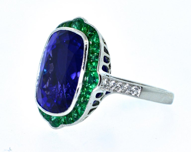 Emerald and Very Fine Tanzanite Platinum Ring For Sale 4