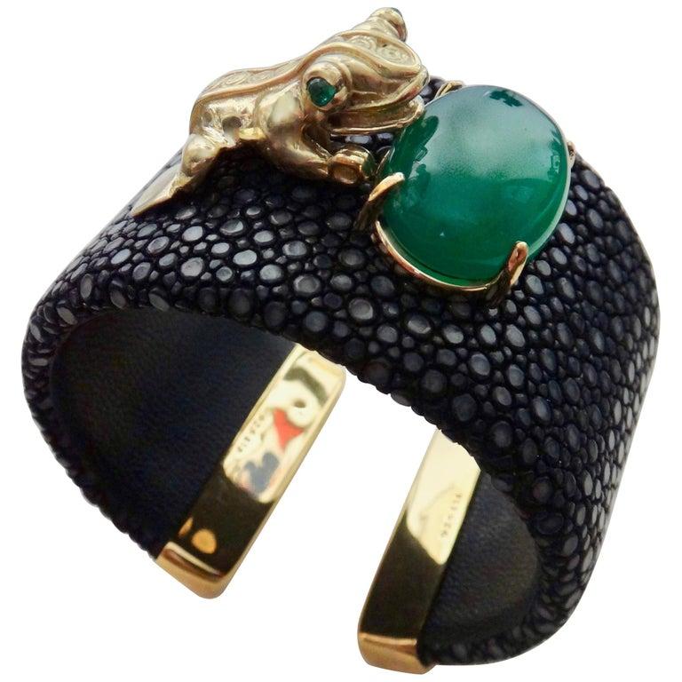 "Emerald Botswana Agate Stringray 18 Karat Gold ""Inca"" Frog Cuff For Sale"
