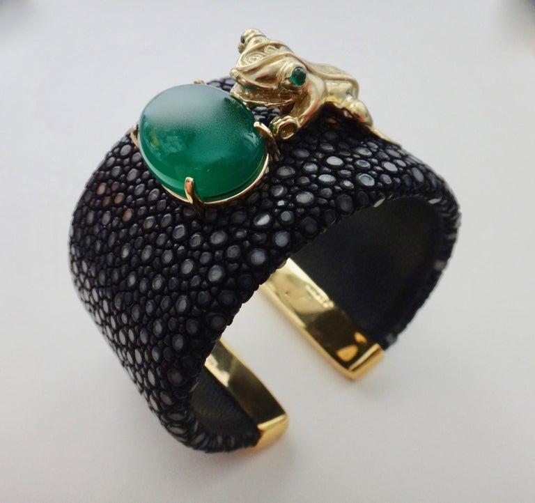 Contemporary Emerald Botswana Agate Stringray 18 Karat Gold