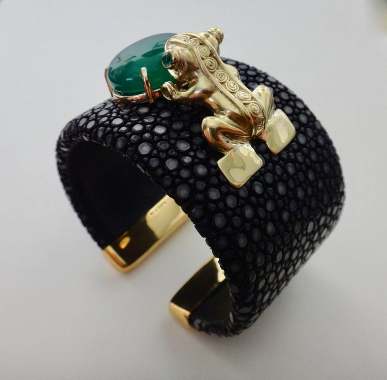 Women's or Men's Emerald Botswana Agate Stringray 18 Karat Gold