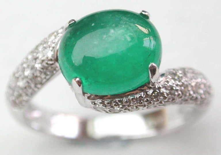 Women's or Men's Emerald Cabochon and Diamond Ring For Sale