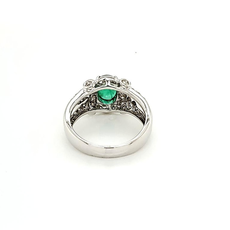 Emerald Cabochon and Diamond White Gold Engagement Ring In New Condition For Sale In Admiralty, HK