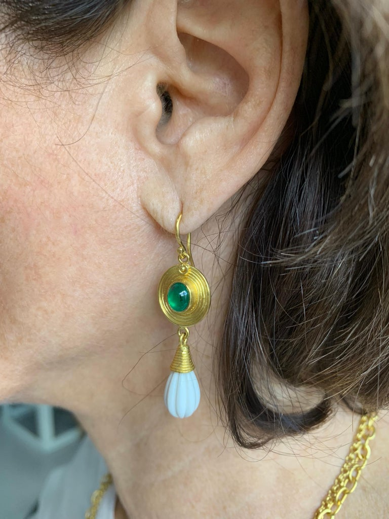 Emerald Cachalong 22 Karat 20 Karat Earrings In New Condition For Sale In New York, NY