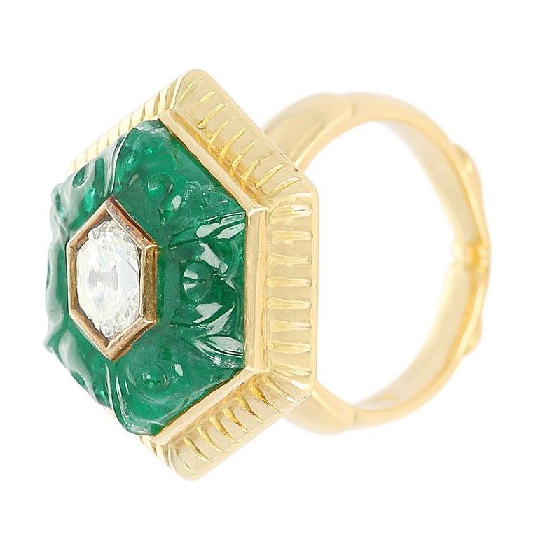 Women's or Men's Emerald Carving Ring, Center Diamond Rose Cut, 22 Karat Yellow Gold For Sale