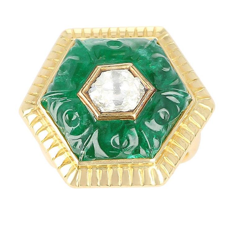 Emerald Carving Ring, Center Diamond Rose Cut, 22 Karat Yellow Gold For Sale 1